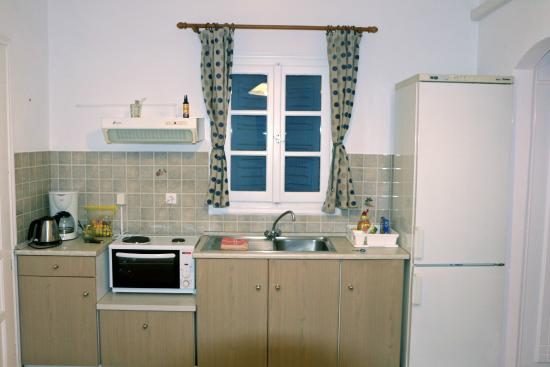 Agrilia - Apartments & Studios: Κουζίνα του επάνω 2κλινου διαμέρισμα