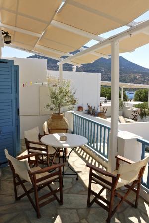 Agrilia - Apartments & Studios: Η βεράντα του επάνω 2κλινο