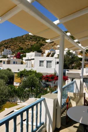 Agrilia - Apartments & Studios: Θέα δεξιά επάνω μπαλκονιού ...