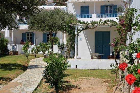 Agrilia - Apartments & Studios: Κήπος & τμήμα συγκροτήματος