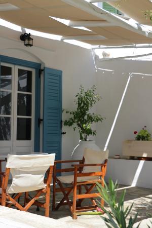 Agrilia - Apartments & Studios: Κάτω βεραντούλα ενός διαμερίσματος