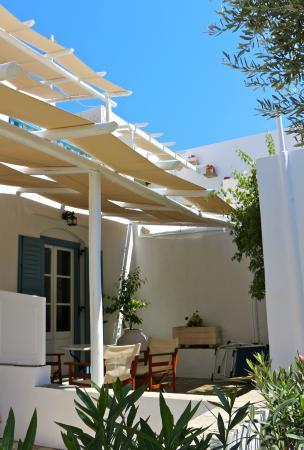 Agrilia - Apartments & Studios: Bεραντούλα ενός κάτω διαμερίσματος