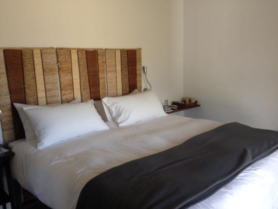 Navaluenga, Espanha: Habitacion y baño