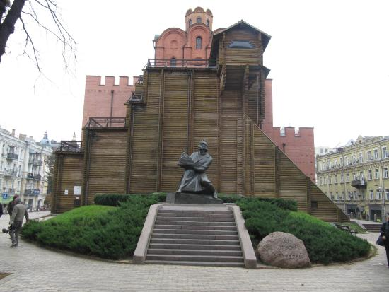 ‪Prince Yaroslav the Wise Statue‬