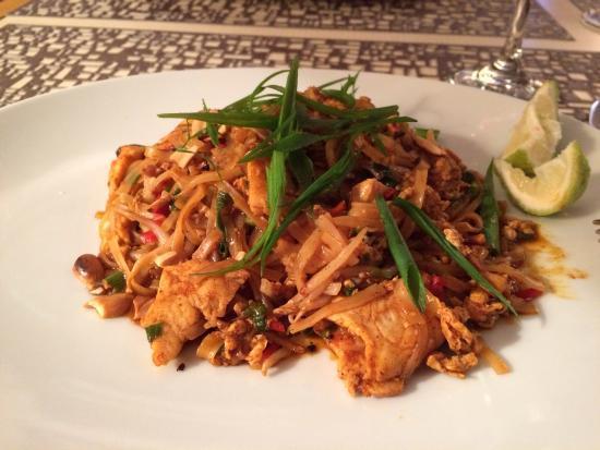 Metisse: Delicious Chicken Pad Thai