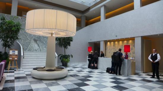 Swissotel Dresden Lobby Reception Area Bild Von Hyperion Hotel