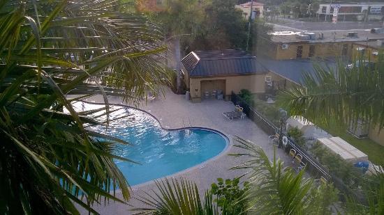 Вид на бассейн с 401го номера
