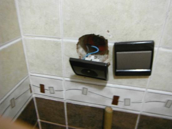 Fes, Hotel Bab Boujloud, risky bathroom wall socket!