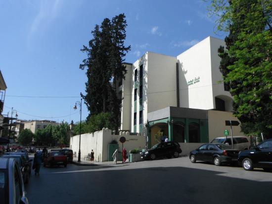 """Hotel Bab Boujloud: Fes, Hotel Batha, nearest """"watering hole!"""""""
