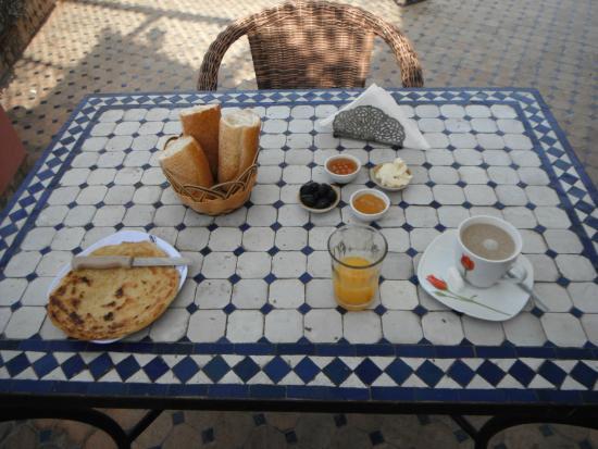 Fes, Hotel Bab Boujloud, unspectacular 2014 breakfast.
