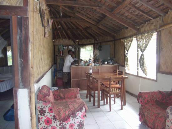 Lakatoro, Vanuatu: salle à mager et cuisine