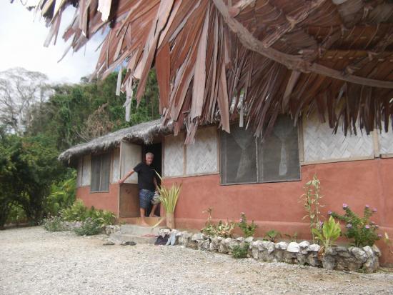 Lakatoro, Vanuatu: entrée du premier bungalow
