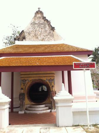 Amphawa, Thailand: วิหารรอยพระพุทธบาท