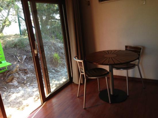 Tavoli Per Camere Da Letto : Camera da letto attrezzata con tavolo foto di residence moby