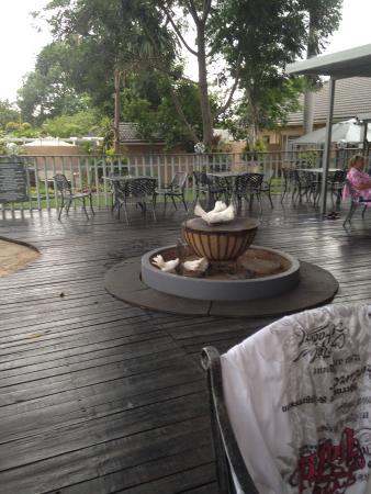 Dive Inn Bed and Breakfast: Braai area by pool