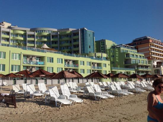 MPM Hotel Arsena: Вид отеля со стороны пляжа