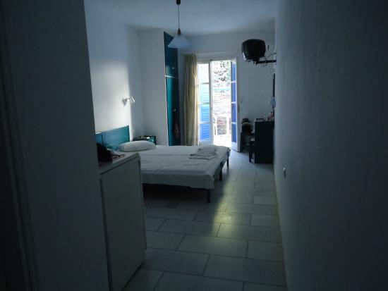 Semeli Hotel Apartments : entering room