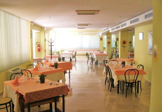 Hotel Miramonti: Parte della Sala Ristorante