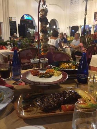 Italian Restaurant Villa Paradiso : Dinner is served.