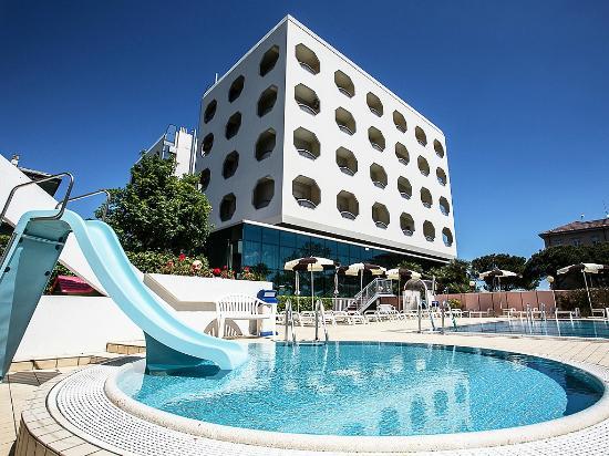San pietro hotel cesenatico italia prezzi 2018 e recensioni - Piscina san pietro in gu ...