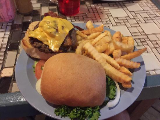 Beach Lodge Restaurant : Tasty hurger