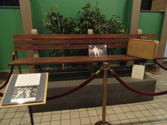Forest Gump movie bench - Picture of Savannah History Museum