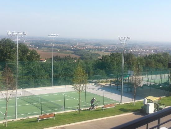 Terrain de tennis - Picture of Palazzo di Varignana Resort & SPA ...