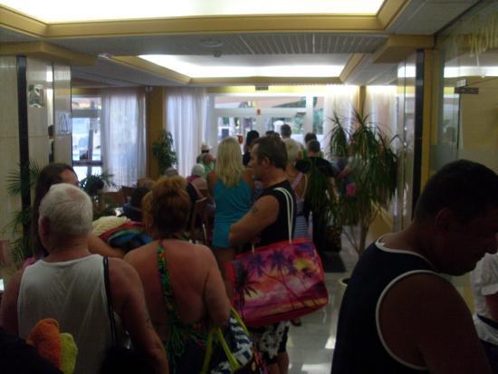 Hotel Helios Benidorm: The 08:30 sunbed towel queue saddows