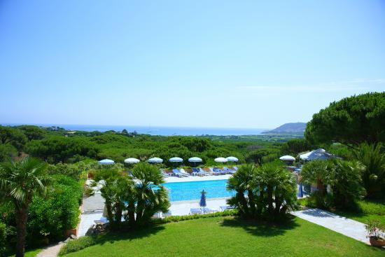 HOTEL LES BOUIS : Vue piscine et mer