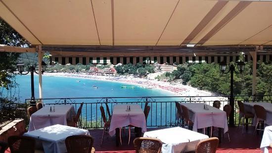 Taverna Stefanos: Mesas con vista al mar