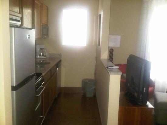 TownePlace Suites Salt Lake City Layton : The kitchen area