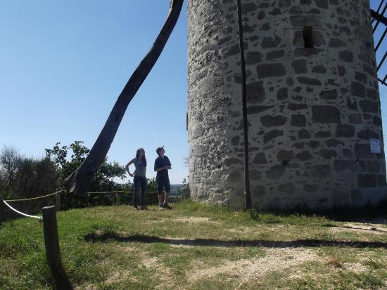 Coulx, France: Le mécanisme pour faire tourne le moulin