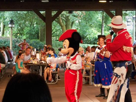 characters dance with the kids picture of mickey 39 s