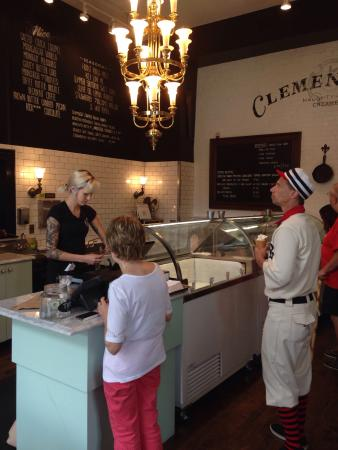 Clementine's Naughty and Nice Creamery: Excellent! Highly recommend the maple bourbon & chocolate Cabernet! Great place to take the fami