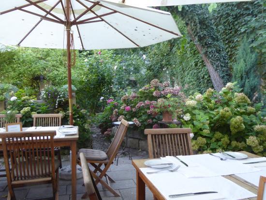 Wirtshaus im Hofgassl: Gastgarten