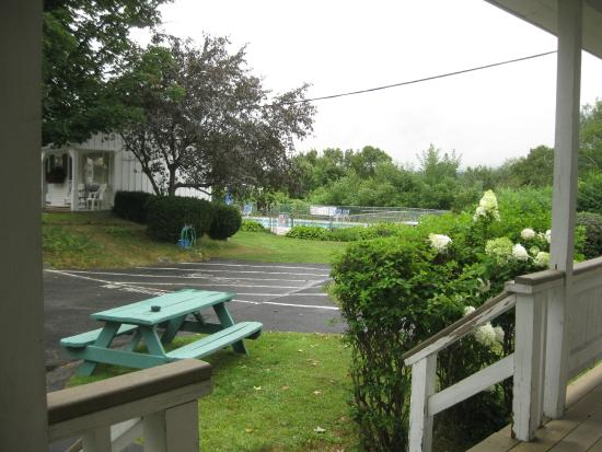 School House Motel: picnic table and pool in background