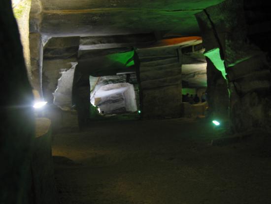 Huashan Mysterious Grottoes: China - Anhui - Huashanmiku
