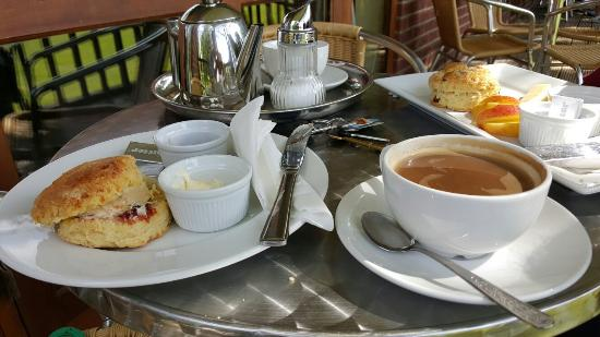 Suffolk, UK: Beautiful cream tea