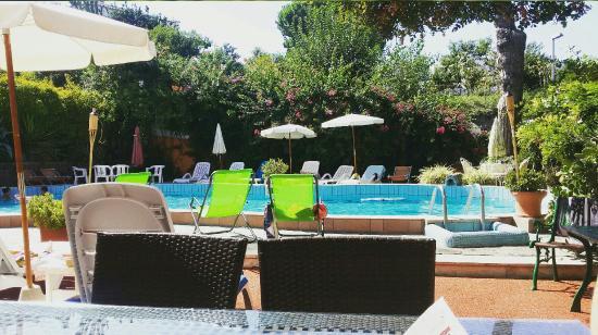 Aragonese : Piscina termale, vista terrazzo dell hotel, frase   incisa sulle scale che ti porta al piano del