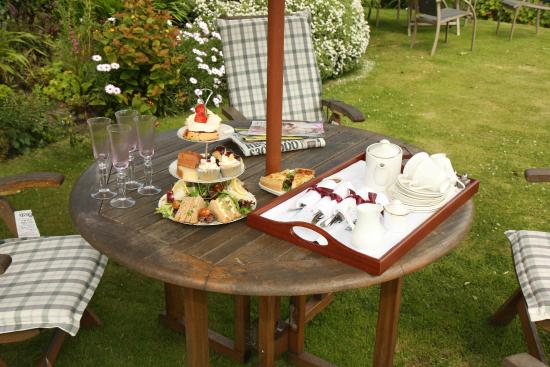 The Drawing Room : Afternoon Tea in the garden