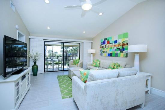 Sandpiper Beach: amazing living room with a really nice view