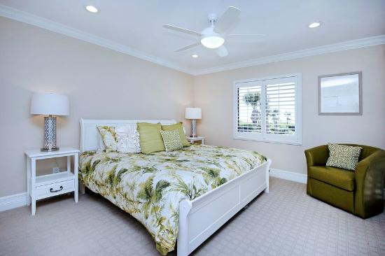 Sandpiper Beach: master bedroom