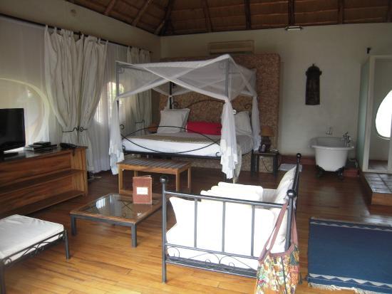 Hotel Le Petit Village: Chambre avec baignoire