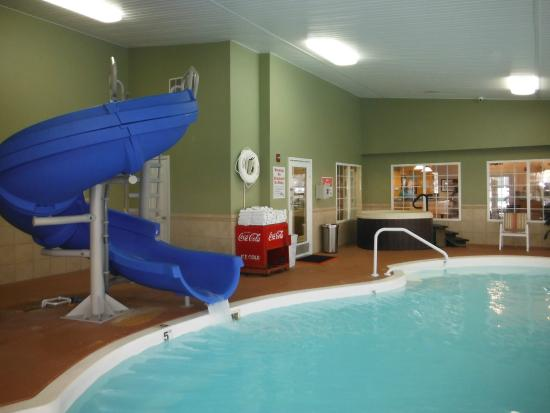 LakeHouse Hotel: Indoor Pool with waterslide