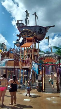 Whales Tale Waterpark : Shipwreck Island at Whales Tale Water Park