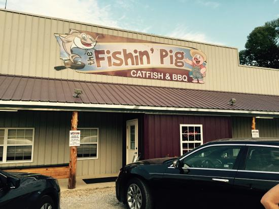 Fishin' Pig : Main dinning hall ( their philosophy is written on the pig on the wall)!!