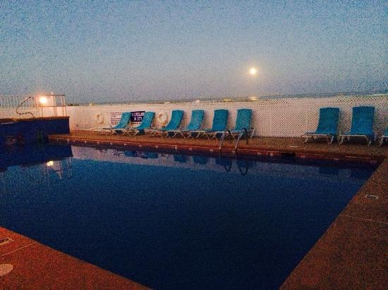 Granada Ocean Resort: OCEAN FRONT POOL! IT'S gonna be a flip flop summer!