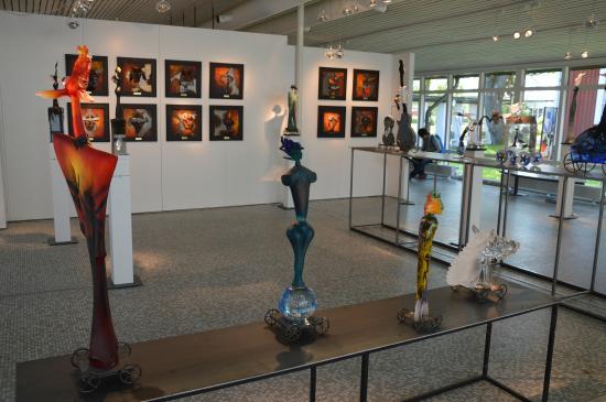 Kosta Boda : inside the gallery