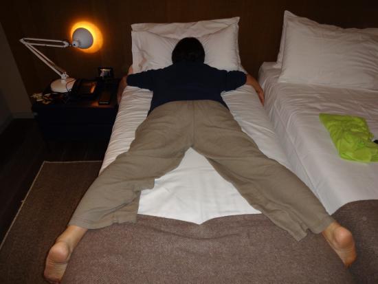 ... Billia: ツインの幅の狭いベッド