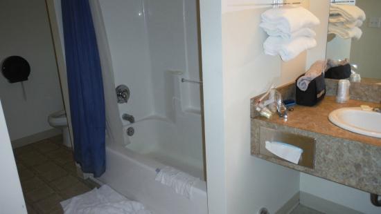 Kingsley Motel: shower